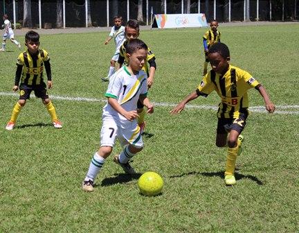 A Escola De Futebol Vs Juan Carlos Botero Cat 2008
